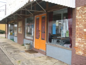 The storefront-turned-workshop in Gordo that was then occupied by letterpress printer Amos Kennedy